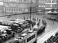 Auf dem Hagenmarkt geparkte LKW, mit denen die SA-Leute anreisten. Foto: Braunschweigisches Landesmuseum, Fotoarchiv, Repro J. Simon.
