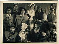 """Aus der Revue """"Rote Falken Völker-Tanz"""", der letzten öffentlichen Veranstaltung der Falken in Braunschweig. Foto: Arbeitskreis Andere Geschichte"""
