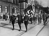 SA-Werbemarsch in Braunschweig 1932. Foto: bpk. Bildagentur für Kunst, Kultur und Geschichte.