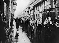 SA und SS marschieren durch Lange Straße, Februar 1933. Foto: Bayerische Staatsbibliothek München, Fotoarchiv Hoffmann.