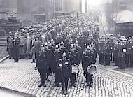 Aufstellung der Belegschaft der MIAG zum Auszug am 1. Mai 1933. Foto: Sammlung Löffelsend