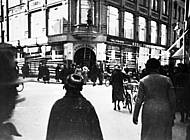 Privater Schnappschuss der zerstörten Fenster beim Kaufhaus Adolf  Frank im März 1933. Foto: Arbeitskreis Andere Geschichte