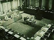 """Landtagssitzung am 14.3.1933, bereits """"ohne Marxisten"""". Foto: Niedersächisches Landesarchiv - Staatsarchiv Wolfenbüttel 50 Slg 95"""